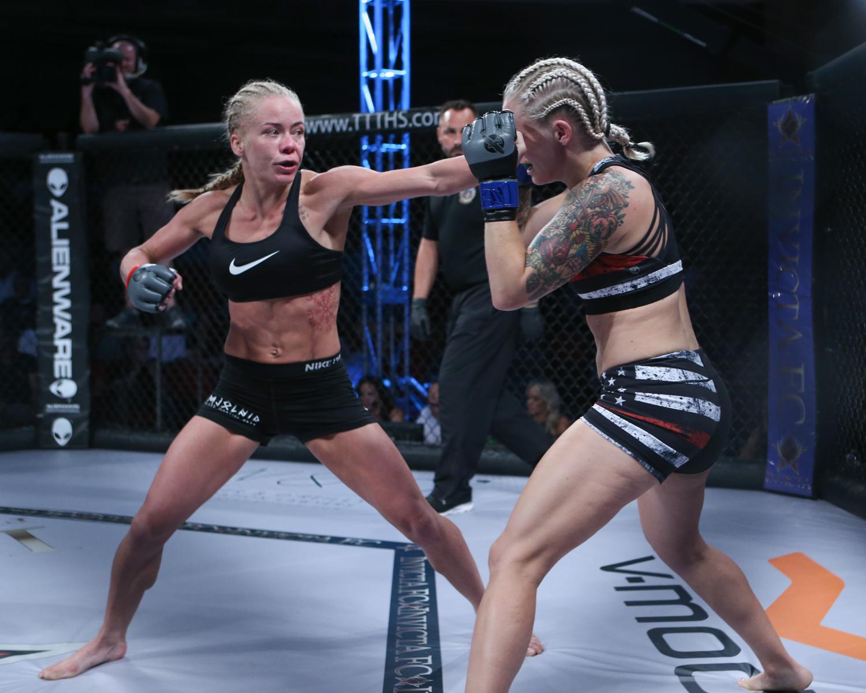 Sunna Rannveig Davidsdottir vs Kelly DAngelo_004